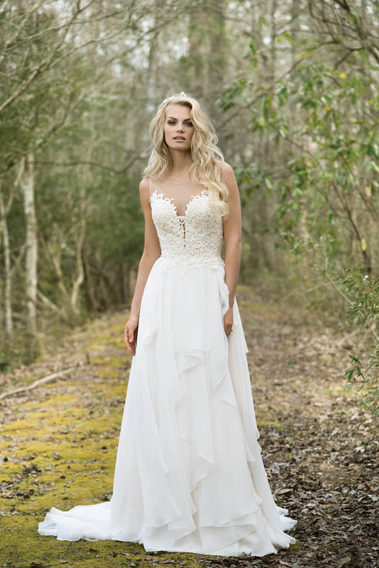 Divina Suknie Ślubne 2017 - Lillian West - Suknia 6449