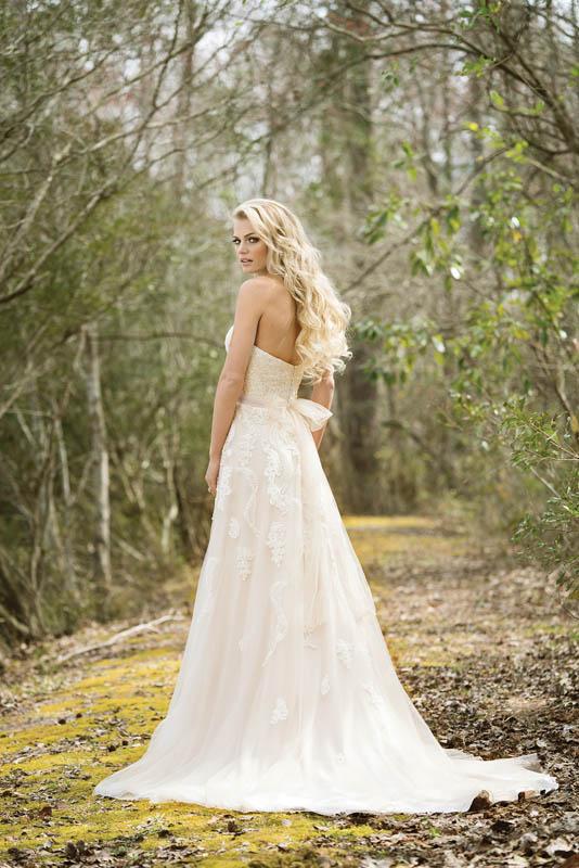 Divina Suknie Ślubne 2017 - Lillian West - Suknia 6461